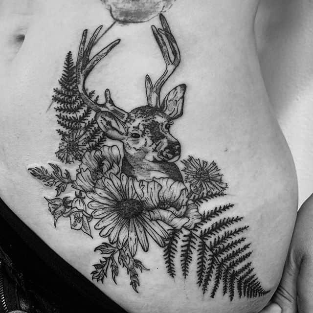 тату олень с цветами