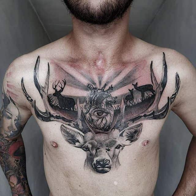 тату олень на груди