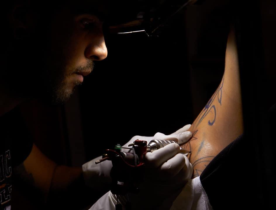 мастер татуировки