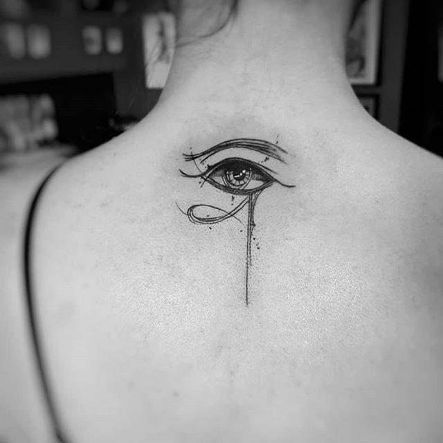 глаз гора тату на спине