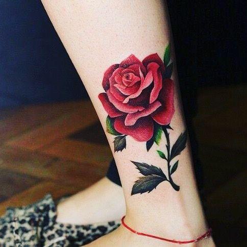 тату роза на ноге