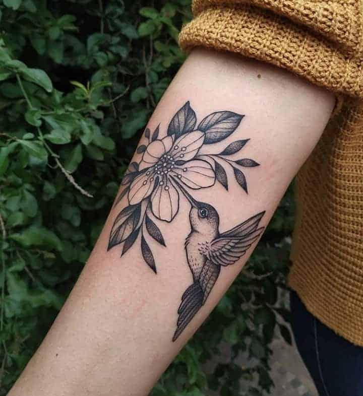 колибри тату с цветком