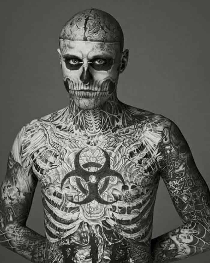 самый татуированный человек