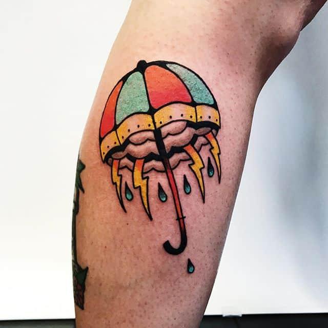 татуировка молния и зонт