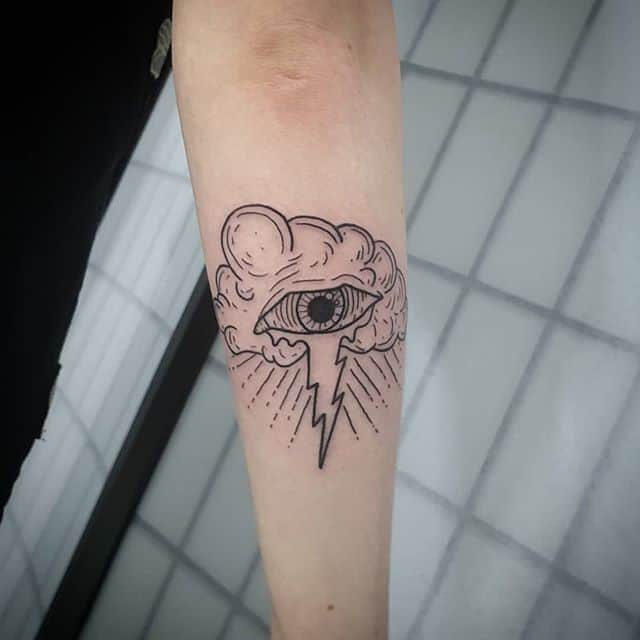 татуировка молния и небо