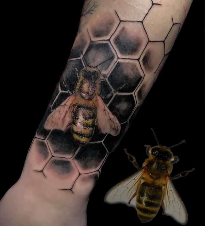 Тату пчела и соты