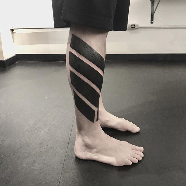 линии тату на ноге
