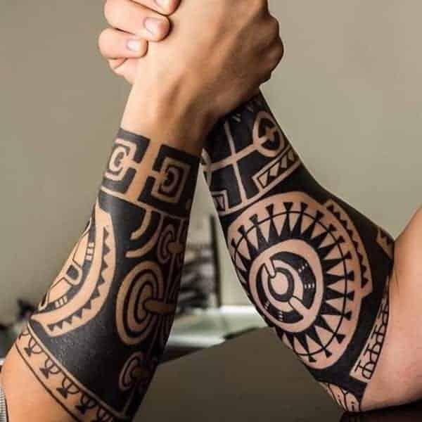 тату на руках маори