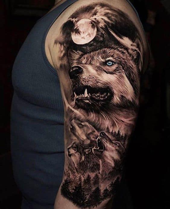 волк и волчата на фоне луны тату