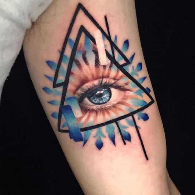 Треугольник глаз цвет тату