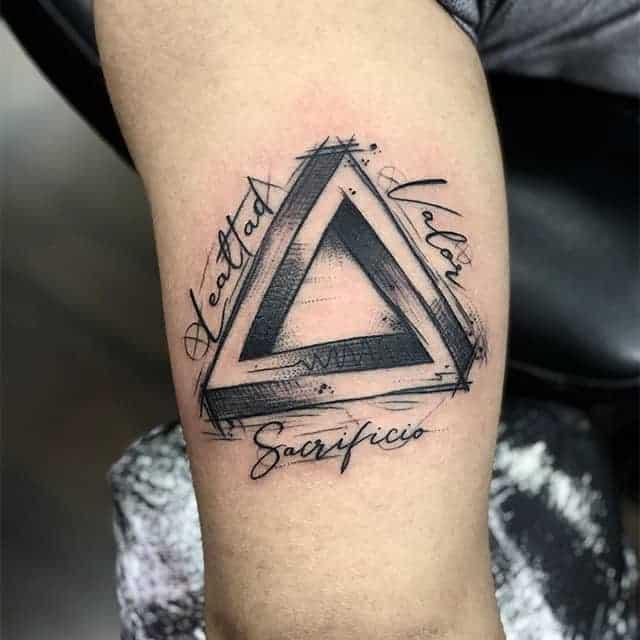 Треугольник татуировка чб