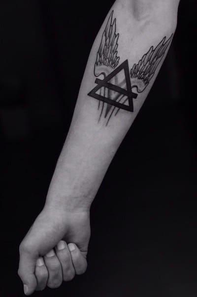 треугольник крылья тату