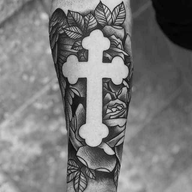 тату крест и роза