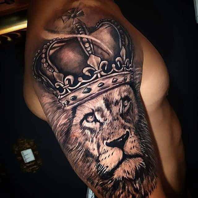 тату лев с короной