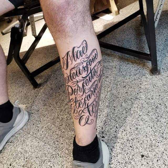 тату надпись на голени