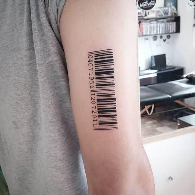 штрих код тату на руке