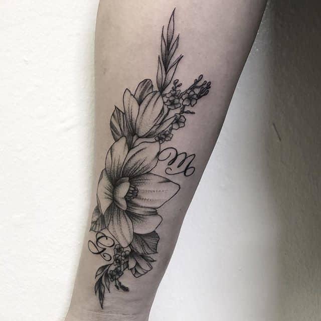 женское тату цветы