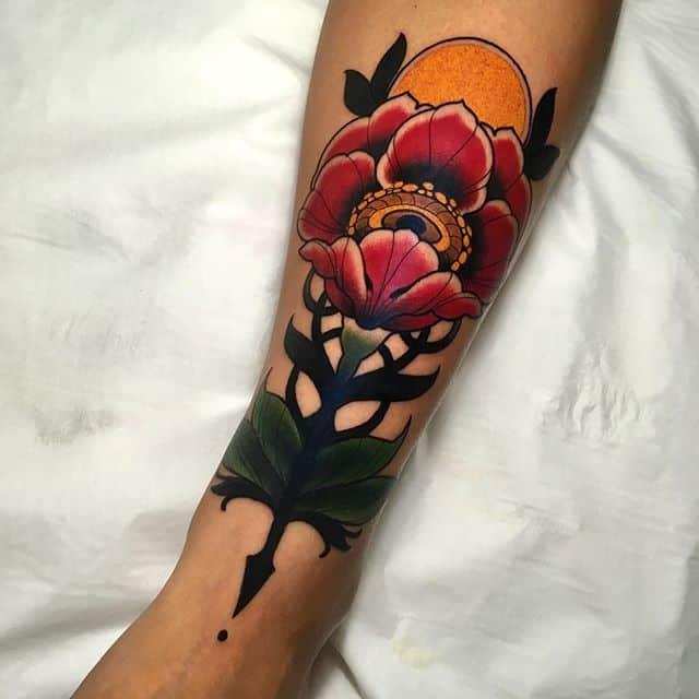 тату на руке цветок