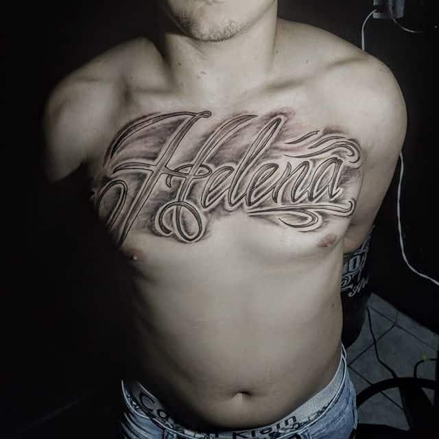 тату имя на груди