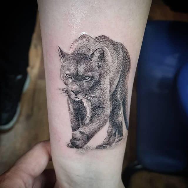 Татуировка пума чб