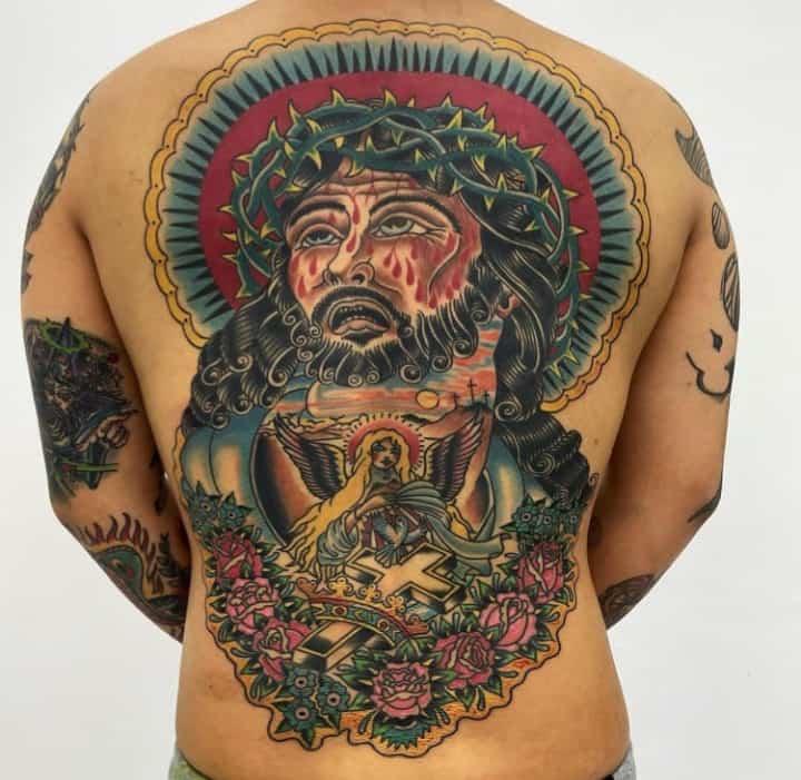 мужское тату на спине религиозное
