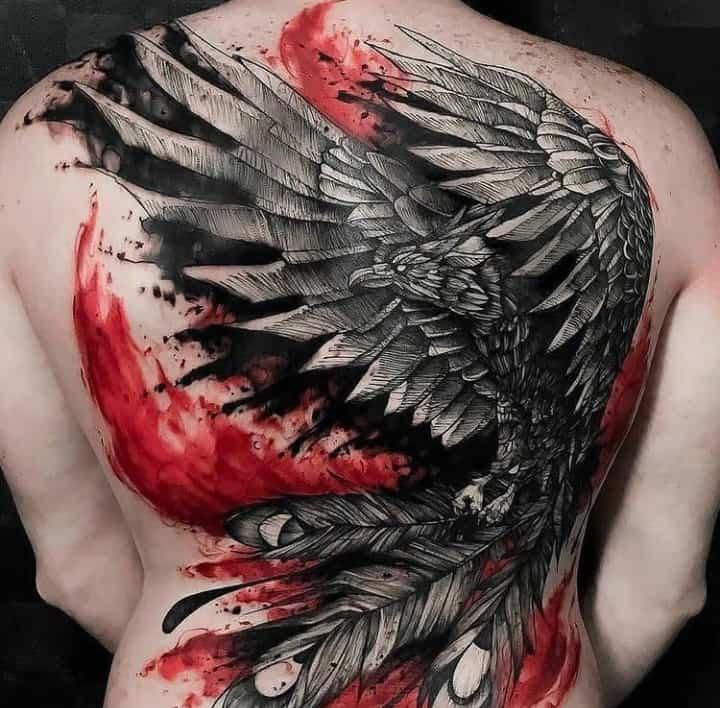 мужское тату на спине птица