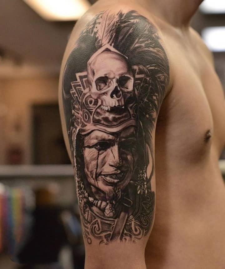 майя тату на плече