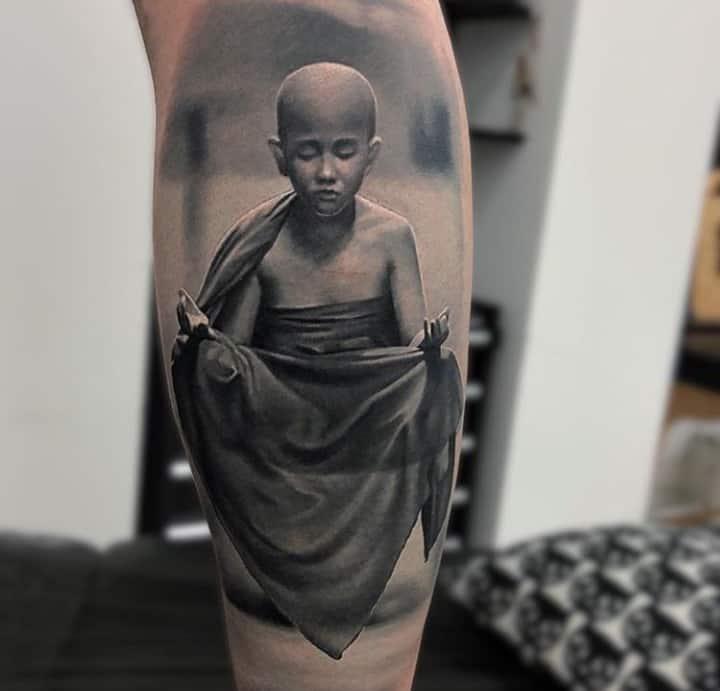 монах тату реализм