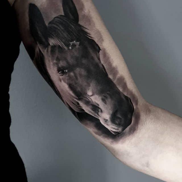 грейвош тату лошадь