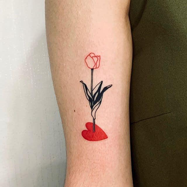 тюльпан и сердце тату