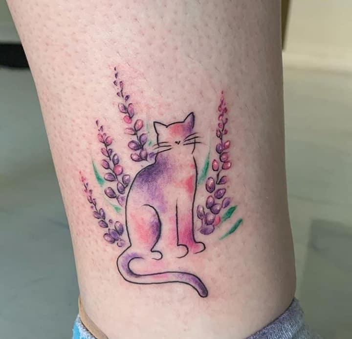 нежные женские тату котик с лавандой