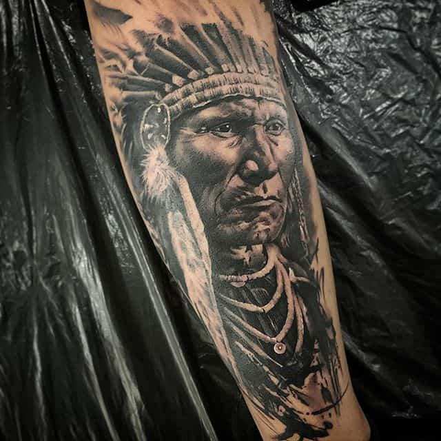 вождь индейцев тату чб