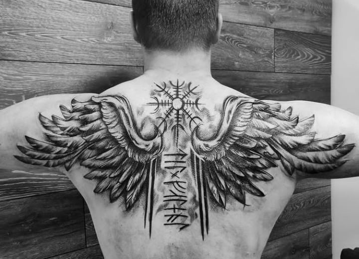 тату крылья на спине