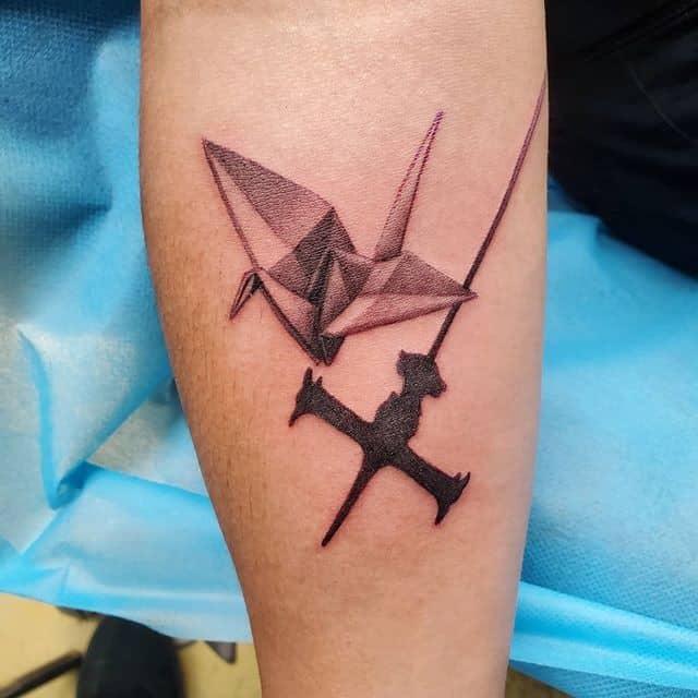 Тату оригами самолет