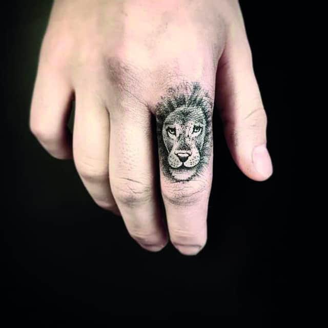 тату кары делевинь лев