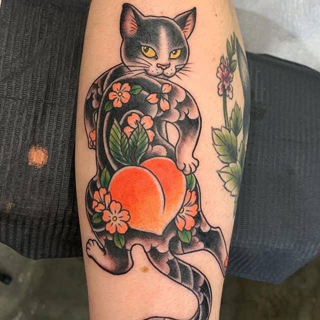 тату персик кот