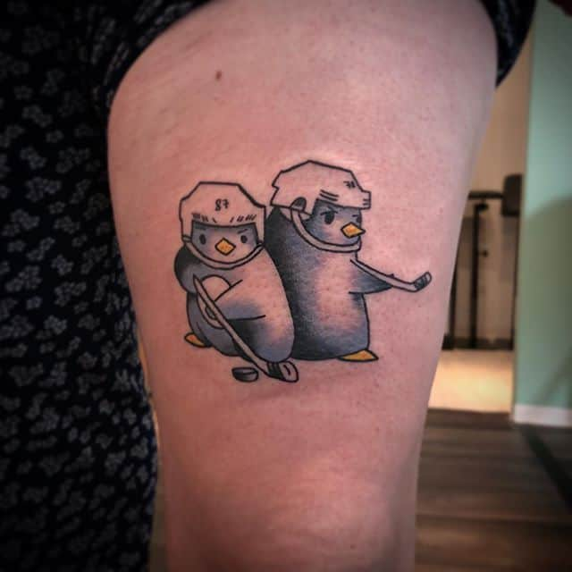 тату два пингвина
