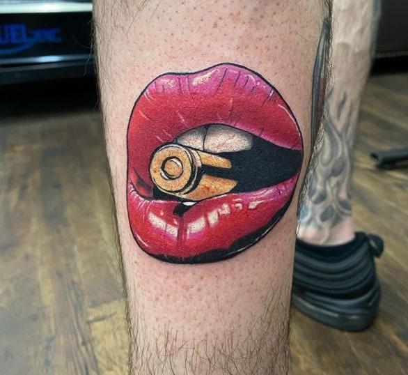 губы пуля тату