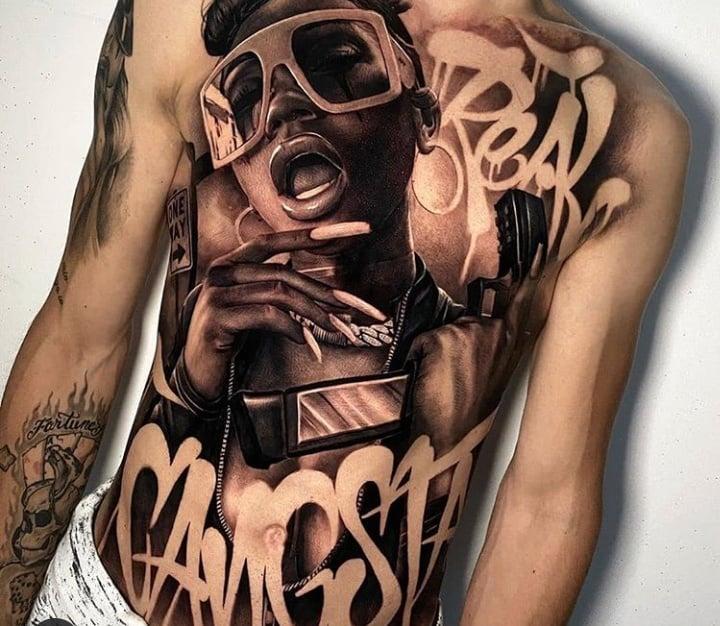 классное тату на торсе