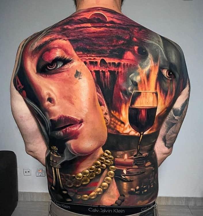 классное тату на спине