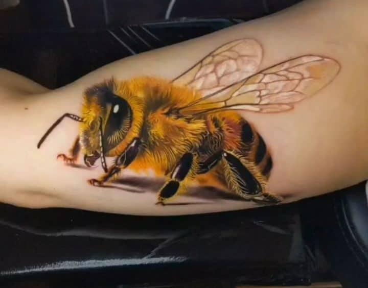 классное тату пчела
