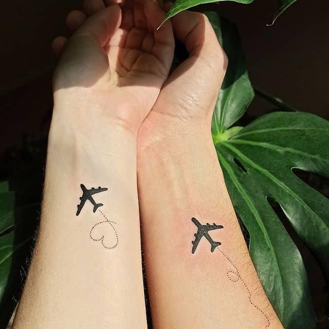 парные тату для мужа и жены самолетики