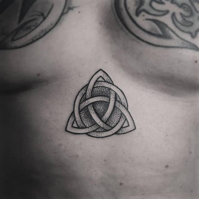 тату символ жизни трикветр