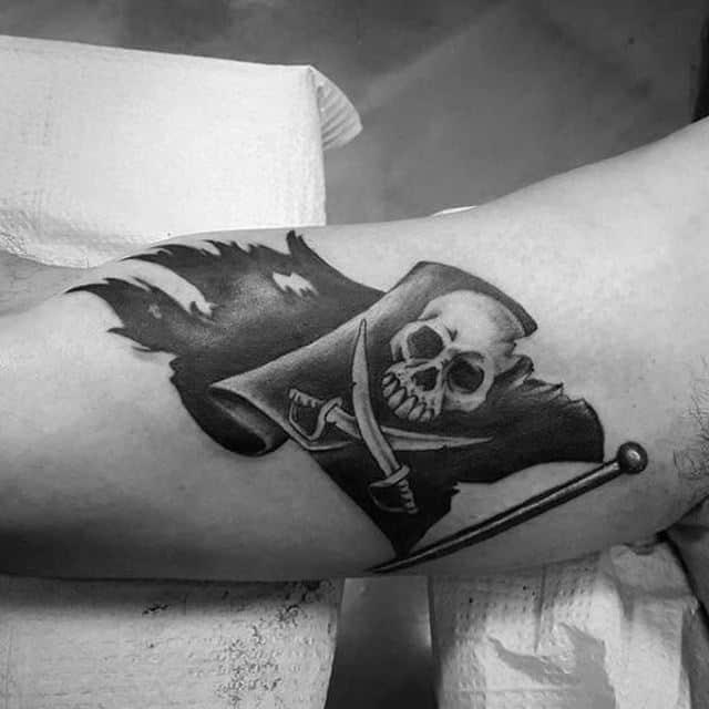 флаг веселый роджер тату