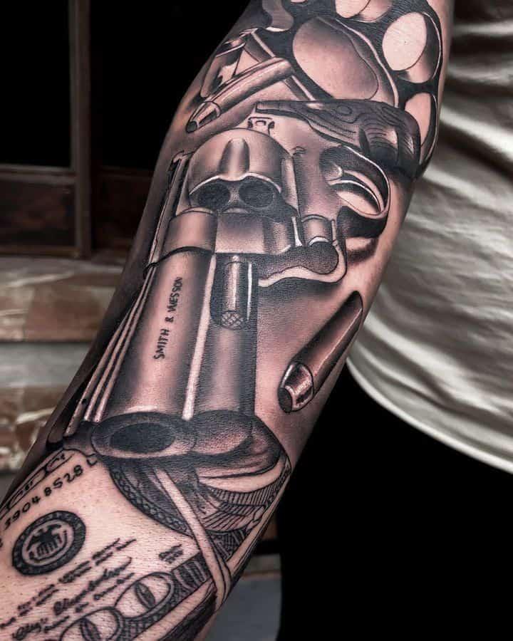 пистолет мужское тату