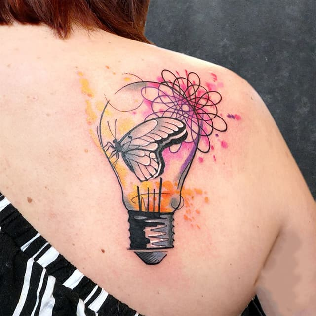 женское тату на лопатке лампочка