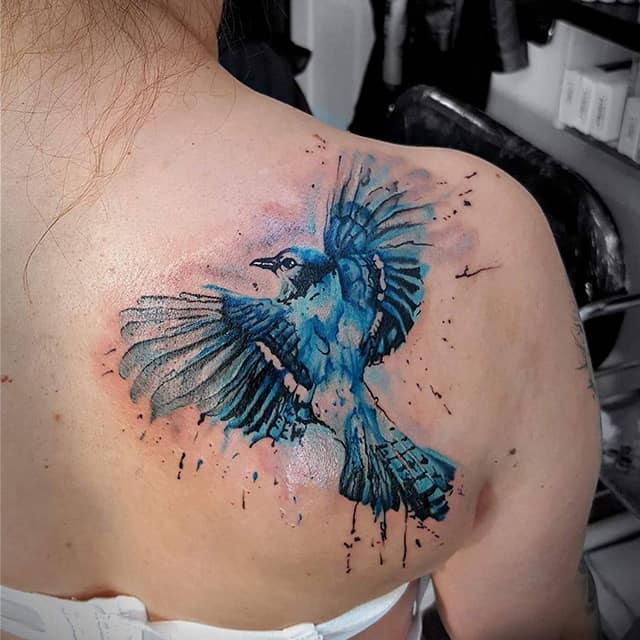 женское тату на лопатке птица