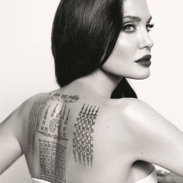 женское тату на лопатке надписи