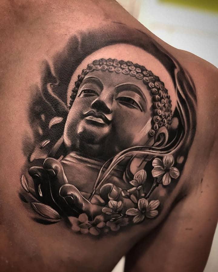 мужское тату на лопатке будда