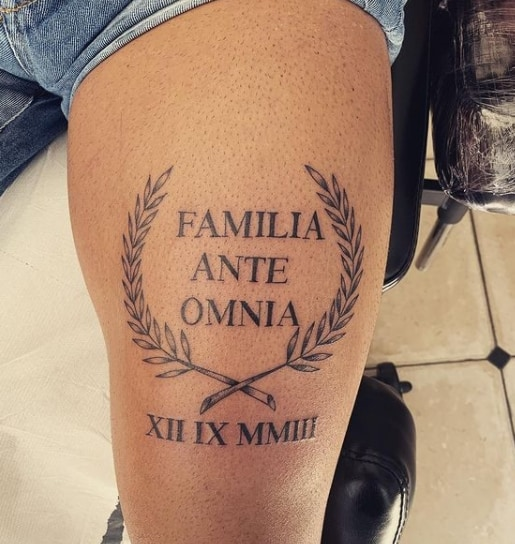 тату надпись на латыни на ноге